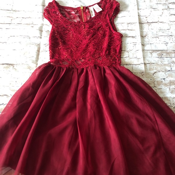 Dresses & Skirts - ❤️ Beautiful Red lace party dress